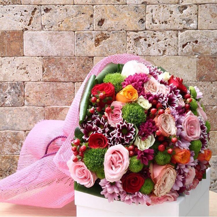 Renkli Gül ve Mevsim Çiçekleri
